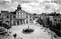 Ruffec * L'hôtel De Ville * Mairie * Place * Hôtel De La Croix D'or - Ruffec
