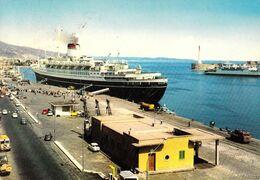 PAQUEBOT / TRANSATLANTIC In THE MESSINA HARBOUR / ITALIA - ANNÉE / YEAR ~ 1980 (af283) - Piroscafi