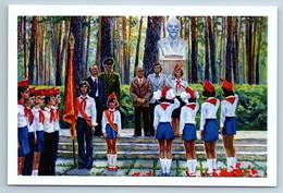 Ceremonial Parade Of SOVIET PIONEERS LENIN Patriotic Russian Postcard - Patrióticos