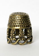 Thimble Openwork Floral Tracery Solid Brass Metal Russian Souvenir Collectible - Dés à Coudre