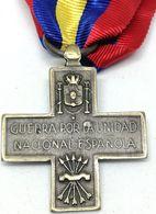 RÉPLICA Medalla Cruz De Guerra Por La Unidad Nacional Española. CTV Italia. Guerra Civil Española. 17-7-1936. Corppo Di - Espagne