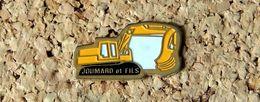 Pin's PELLETEUSE Publicitaire JOUMARD & Fils - Peint Cloisonné - Fabricant Inconnu - Pin