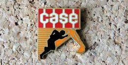 Pin's Tracto-Pelle CASE Logo - émaillé à Froid époxy - Fabricant SOFREC - Pin