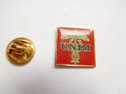 Beau Pin's , Médical , UNIM , Assurances Pour Les Professions Médicales , Caducée - Médical