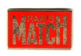 Pin's Média Paris Match  Zamac Arthus Bertrand - Arthus Bertrand