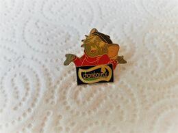 PINS CHAMBOURCY BERNRD ET BIANCA / Signé DISNEY  / 33NAT - Disney