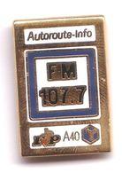 W103 Pin's Media Presse Radio FM 107.7 AUTOROUTE INFO Qualité Arthus Signé Made France Achat Immediat - Médias