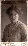 Tirage Photo Albuminé Original Cartonné CDV, Portrait De Jeune Femme Par Peter Matzen De Göttingen En 1912 - Personnes Identifiées