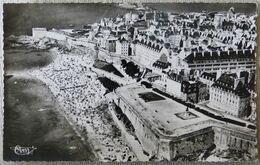 Saint-Malo : La Plage Et Les Remparts - Saint Malo