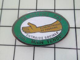 916c Pins Pin's / Rare & Belle Qualité THEME ASSOCIATIONS / ELAN RETROUVE DE TOURAINE ENTRAIDE SOCIALE MAIN TENDUE - Verenigingen