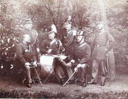 TRES RARE ! 1893 GRANDE PHOTO CADRE DES OFFICIERS DE LA COMPAGNIE DES CHASSEURS ECLAIREURS DE BRUGES - Anciennes (Av. 1900)
