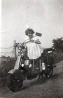 FO-00351- VERA FOTOGRAFIA  - LAPICCOLA PAOLA IN SELLA ALLA LAMBRETTA DI PAPA'  1951 - Other