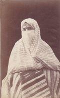 "Photographie Originale  AV 1900 Alger  "" Femme Mauresque Tenue De Ville  ""  Ref  20/812 - Frauen"