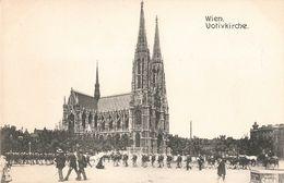 Autriche Wien Vienne Votivkirch Votiv Kirche Eglise Defilé Militaire - Iglesias