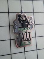 216b Pins Pin's / Rare & Belle Qualité THEME MUSIQUE / HEINEKEN JAZZ FESTIVAL SAXO - Musik