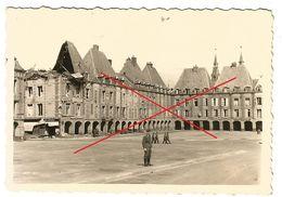 WW2 PHOTO ORIGINALE Soldats Allemands Place Ducale à CHARLEVILLE MEZIERES  08 ARDENNES - 1939-45