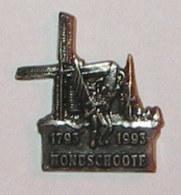 Pin's BICENTENAIRE BATAILLE DE HOONDSCHOOTE 1793, Signé PICHARD - Police