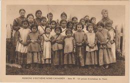 MISSIONS D'EXTREME NORD CANADIEN       UN GROUPE D'ORPHELINES DU NORD - Missionen