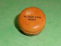 """Fèves / Autres / Divers / Alimentation : Macaron , Au Bon Pain """" Niort """" Perso TB4B - Geluksbrengers"""