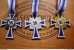 WW2 GERMAN 3 Mothercrosses With Ribbon - 1939-45