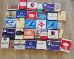 LOT 30 PAQUETS CIGARETTE VINTAGE DONT GITANE BOYARD CRAVEN A PAQUET AVION - Boites à Tabac Vides