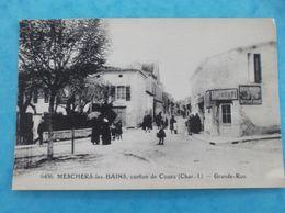 17 : MESCHERS : La GRANDE RUE , Animée,C.P.A.,en Bon état - Meschers