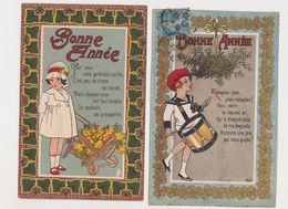 """2 Cpa Série """"Nos BABYS"""" Bonne Année / Garçon Jouant Du Tambour .Fillette Avec Des Roses - Children's Drawings"""