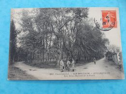 17 : SAINT-GEORGES D'OLERON , BOYARVILLE : Les DEUX ROUTES De La FORET ,animée ,C.P.A.,en Bon état - Ile D'Oléron