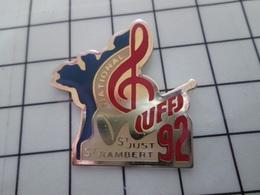 1820 Pin's Pins / Beau Et Rare / THEME : MUSIQUE / UFF UNION DES FANFARES DE FRANCE NATIONAL ST JUST ST RAMBERT 92 - Musik