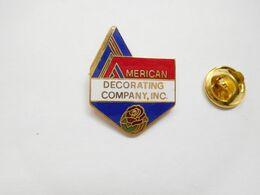 Superbe Pin's En EGF , American Decorating Company Inc. USA - Villes