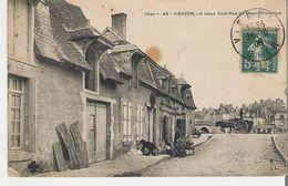 VIERZON. CPA Voyagée En 1908 Un Vieux Coin Rue Du Champ Commun (tache Voir Scan) - Vierzon