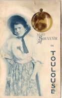 D31  Souvenir De TOULOUSE  ......... Carte à Système Avec Violettes Séchées  .... Carte Peu Courante - Toulouse