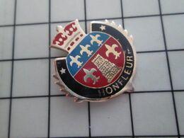 1820 Pins Pin's / Rare & Belle Qualité THEME VILLES / BLASON ECUSSON ARMOIRIES HONFLEUR CALVADOS - Villes