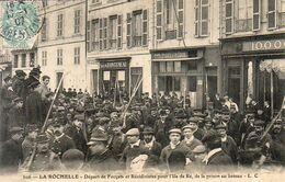 D17 LA ROCHELLE  Départ De Forçats Et Récidivistes Pour L'Ile De Ré De La Prison Au Bateau - La Rochelle