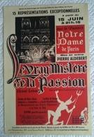 AFFICHE ORIGINALE ANCIENNE NOTRE DAME DE PARIS SPECTACLE LE VRAI MYSTERE DE LA PASSION 1954 - Manifesti