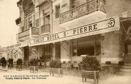 Les Sables D'olonne * FAMILY Hôtel St Pierre * La Terrasse * Pâtisserie Confiserie Boulangerie * Devanture Commerce - Sables D'Olonne