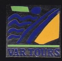 66286-Pin's.Var Tours à Toulon Agences De Voyages - Merken