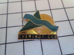1820 Pins Pin's / Rare & Belle Qualité THEME MARQUES / CHEMINOT CCE COMITE CENTRAL D'ENTREPRISE - Merken