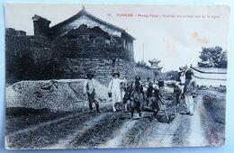 C. P. A. : CHINA : Yunnan, MONG-TZEU : Coolies Travaillant Sur La Ligne, In 1921 - Cina
