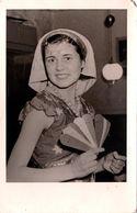 Carte Photo Originale Pin-Up Sexy En Costume De Scène Oriental & éventail Vers 1950 - Fel. Plehwe - Pin-Ups