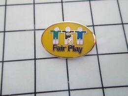 2219 Pins Pin's / Rare & Belle Qualité THEME SPORTS / FOOTBALL UEFA FAIR PLAY JOUEUR ARBITRE Tous Des Bisounours C Sûr! - Voetbal
