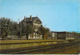 92 - CHAVILLE - VELIZY : La GARE ( SNCF ) CPSM Dentelée Grand Format - Hauts De Seine - Chaville