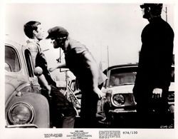 Grande Photo Originale De Promotion Le Crédo De La Violence (Born Losers) Ford Mustang & VW Coccinelle Käfer 1974 - Berühmtheiten