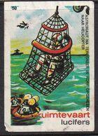 Netherlands Space Weltraum Espace: Lucifers Matchbox Label USA Apollo Space Project Helicopter Astronaut Rescue - Zündholzschachteletiketten