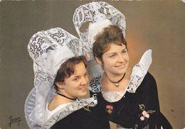 QG - Coiffes Et Costumes De Quimperle, Guiscriff, Scaer Et Les Environs ( La Bretagne) - Trachten