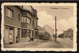 Vlesenbeek - De Postweg - Magasin - Café Des Sports - Circulée - Uitg. H. Depever-Huygens - 2 Scans - Sint-Pieters-Leeuw