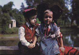 QG - Folklore Des Enfants - Un Couple Charmant De Jeunes Alsaciens En Costume - Trachten