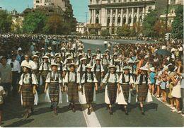 BUCAREST Parade De Costumes Populaires Folklore - Romania