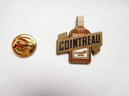 Beau Pin's En Zamac , Alcool , Liqueur Cointreau , Signé Corner Coinderoux - Beverages