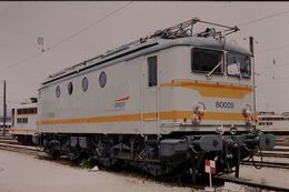 Photo Diapo Diapositive Slide Train Wagon Locomotive Electrique SNCF BB 80009 à Paris SO Le 12/07/96 VOIR ZOOM - Diapositive